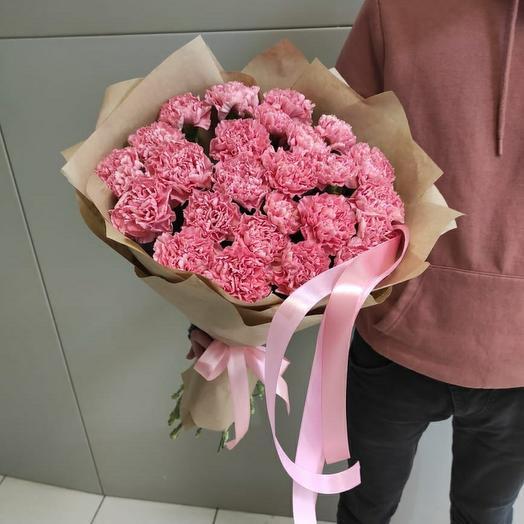 Ярко розовые гвоздики