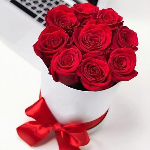 Красные розы в шляпной коробке S