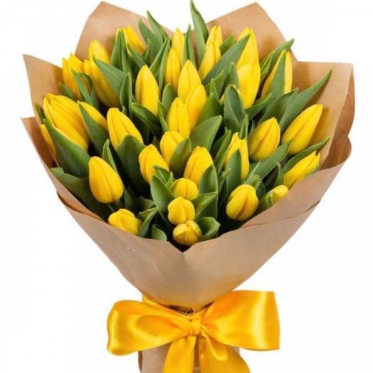 35 желтых тюльпана