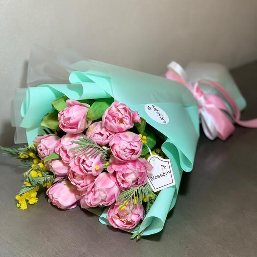 Композиция из тюльпанов