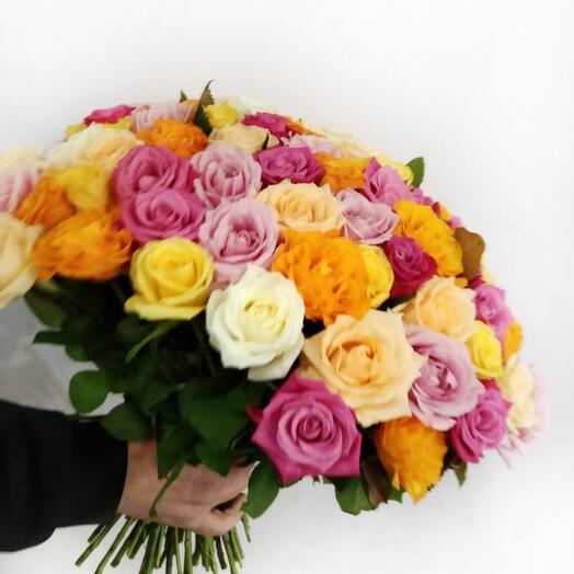 Микс букет разноцветных роз 51 шт