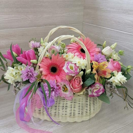 Летняя корзина с цветами