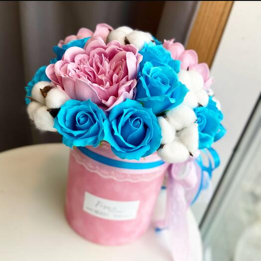 Бархатная коробочка с цветами из мыла и натуральным хлопком
