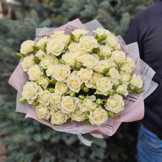 Flowers Lovers - 15 кустовых белых роз в оформлении