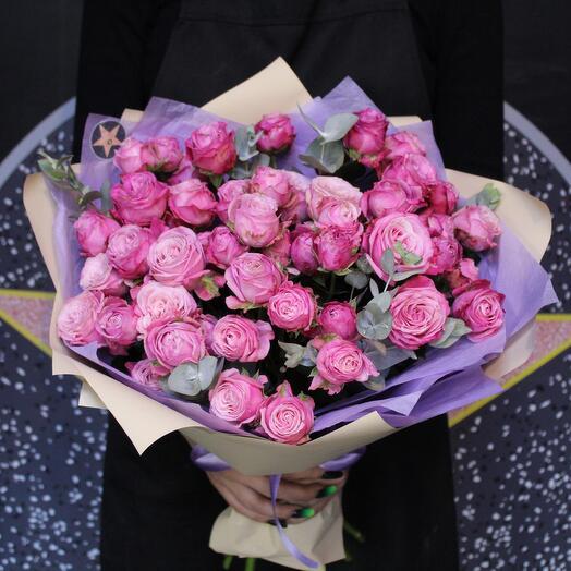 11 пионовидных кустовых роз + эвкалипт