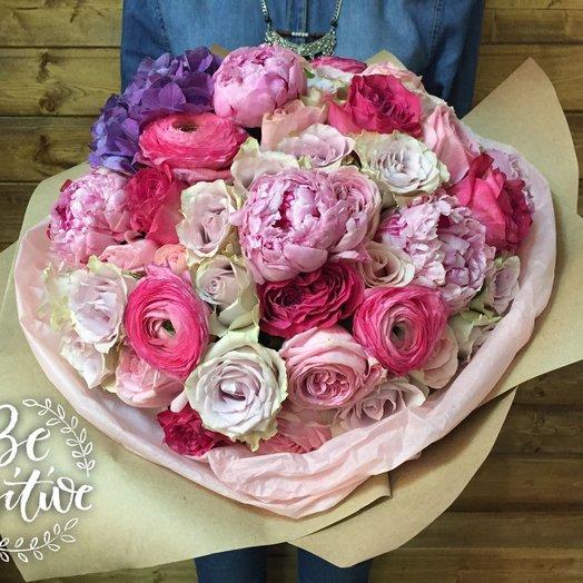 Шикарный букет с пионами и ранункулусами: букеты цветов на заказ Flowwow