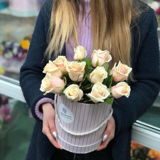 11 кремовых роз: букеты цветов на заказ Flowwow