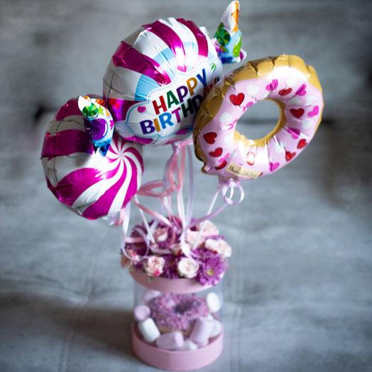 «Сладкие мечты» или цветочно-сладкая коробочка с шариками: букеты цветов на заказ Flowwow