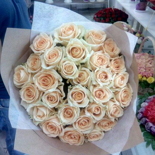 Букет из 29 роз в красивом оформлении крафте
