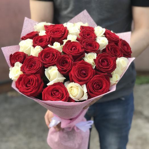 Красно-белые розы в букете: букеты цветов на заказ Flowwow