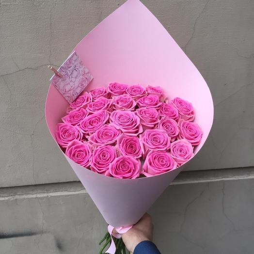 Розовые розы в бумаге