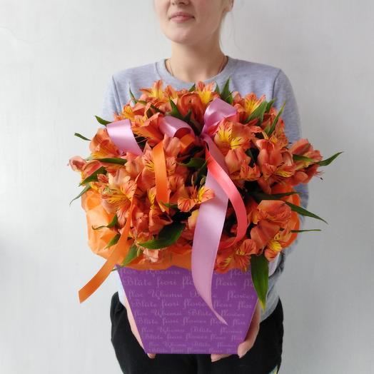 Коробочка с альстромерией: букеты цветов на заказ Flowwow