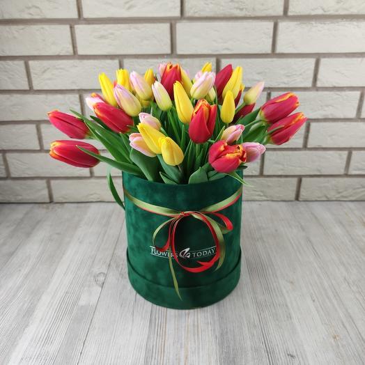 Весна! (Бархатная коробка с тюльпанами микс): букеты цветов на заказ Flowwow