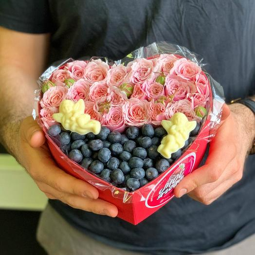 Коробка из голубики и роз: букеты цветов на заказ Flowwow