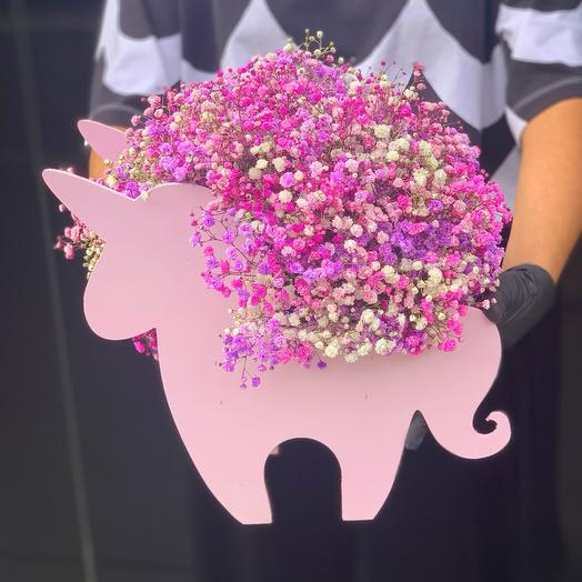 Единорог с розовой гипсофилой