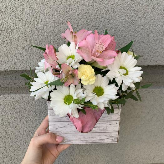 Цветы в коробке 3705