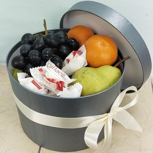 Коробка с фруктами