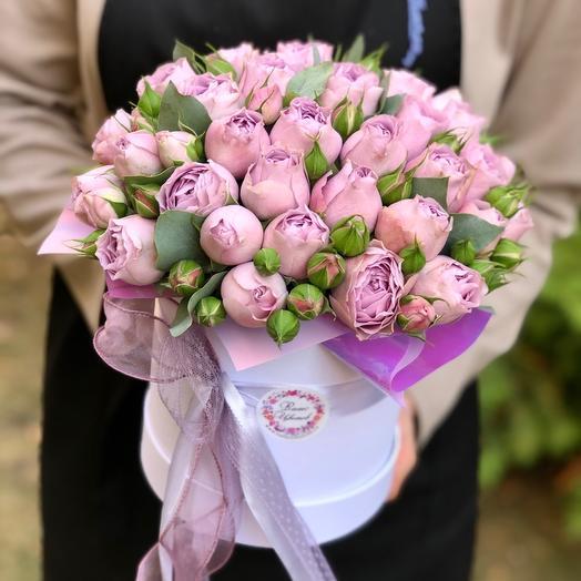 Шляпная коробка с пионовидными розами «Лавендер»