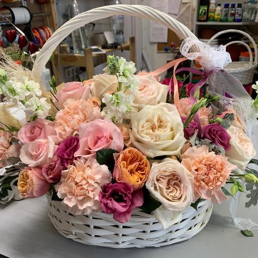 Пионовидные розы в корзине «Люкс»