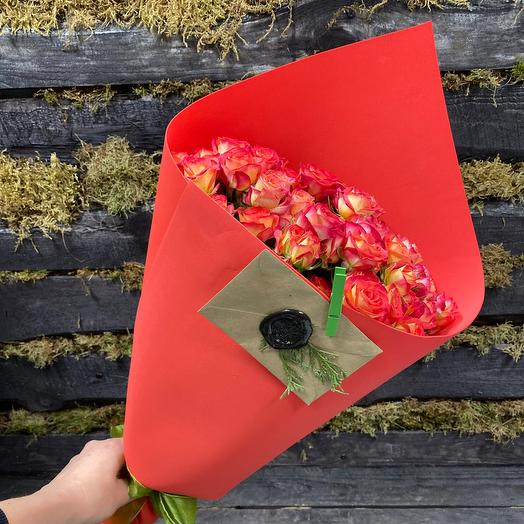Букет Алые Паруса из 9 кустовых роз