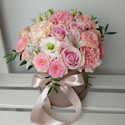 """""""Пудровый мусс"""" С ароматными розами в шляпной коробкн"""