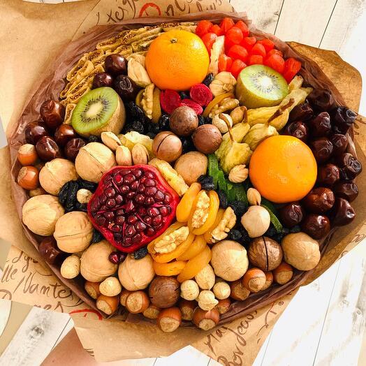 Букет из фруктов и орехов