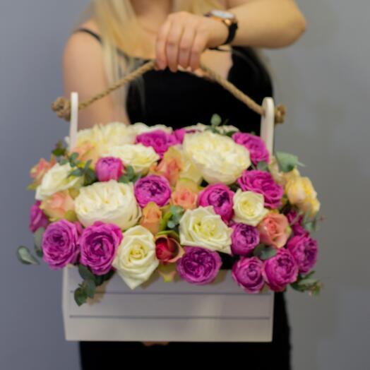 Розы в ящике-кашпо