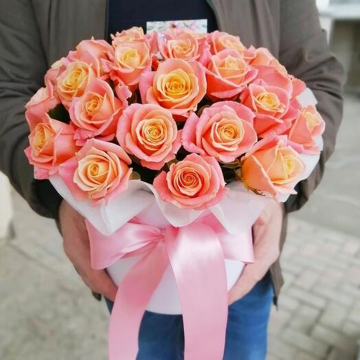 Шляпная коробка из 25 роз