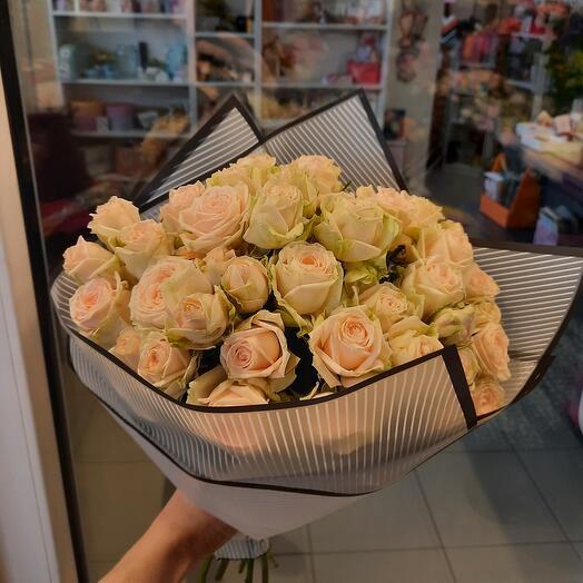 Букет нежнейших кустовых роз