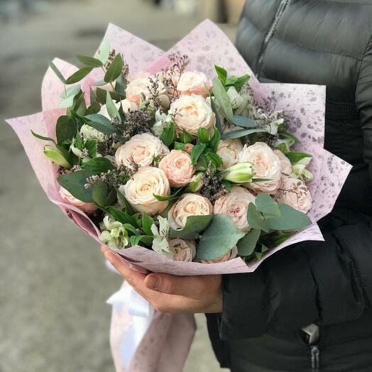 Пионовидные розы с альстромерий