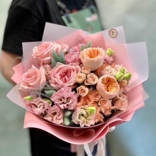 Букет с ароматными пионовидными розами «Акварель»
