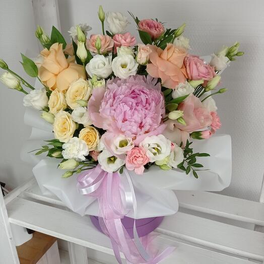 """""""Вдохновение"""" С ароматными пионами и розами в шляпной коробке"""