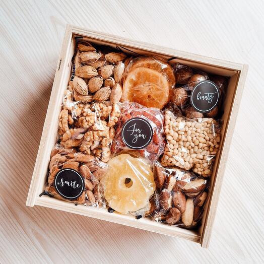 Ореховый подарочный набор сухофрукты подарок маме