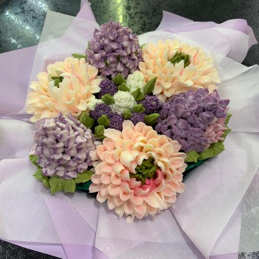 A bouquet of 7 flower cupcakes lilac and chrysanthemums