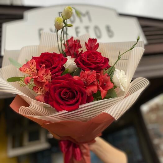 Яркий комплимент Розы, альстромерия, Эустома