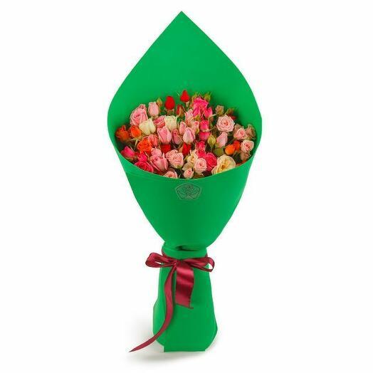 Букет 15 кустовых роз в фоамиране