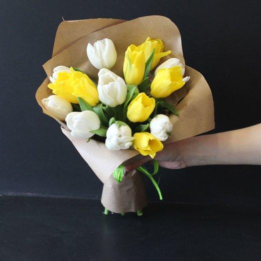 Весенние тюльпаны в крафт бумаге