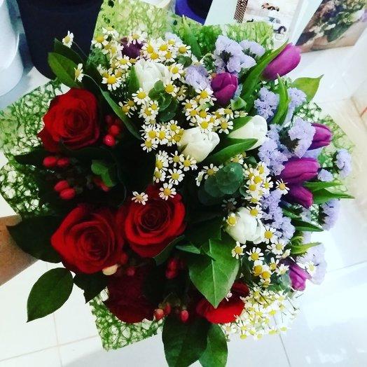Яркий букет разделённый на 3 цветовые зоны: букеты цветов на заказ Flowwow
