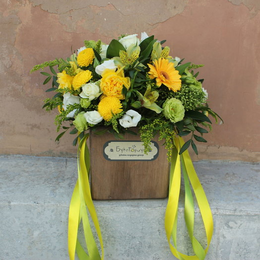 Деревяная коробочка в желто-зеленых оттенках: букеты цветов на заказ Flowwow