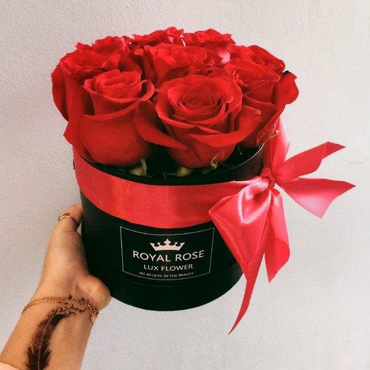 9 красных роз в шляпной коробке: букеты цветов на заказ Flowwow