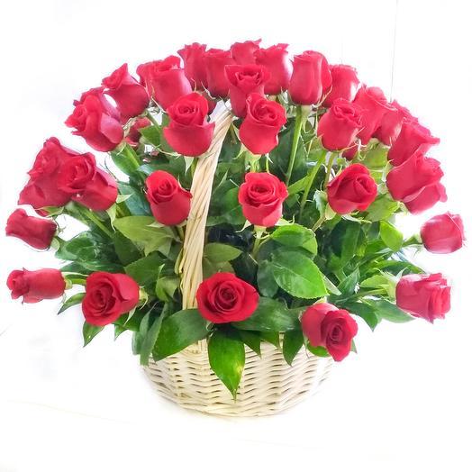 51 Красная роза в корзине: букеты цветов на заказ Flowwow