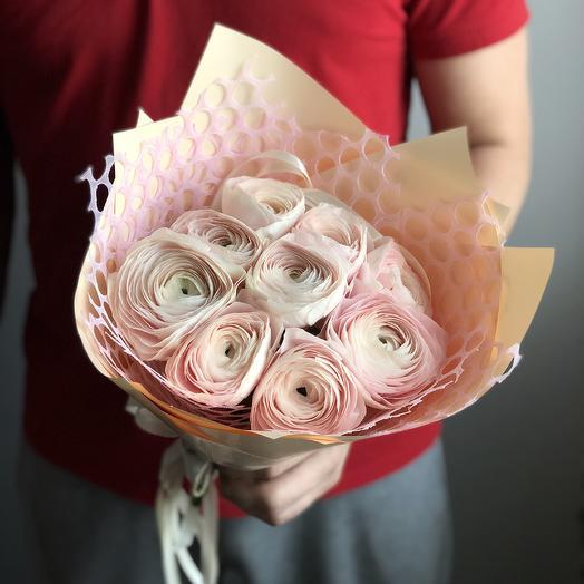 Ранункулюсы в кульке: букеты цветов на заказ Flowwow
