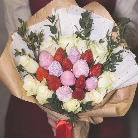 Букет из клубники в шоколаде с розами 102: букеты цветов на заказ Flowwow