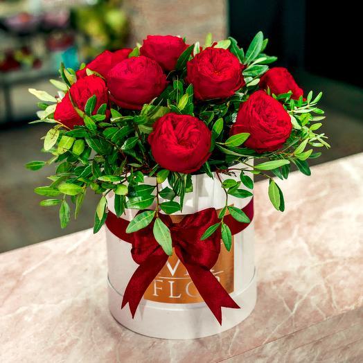 Красные пионовидные Розы Пиано в шляпной коробке: букеты цветов на заказ Flowwow