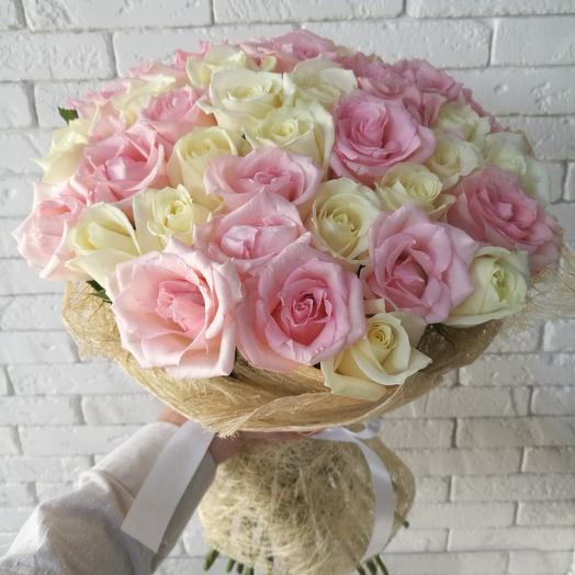 Букет из 35 белой и розовой розы