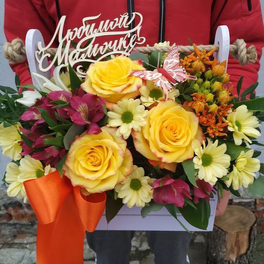 """Яркая композиция в ящичке """"Любимой мамочке"""": букеты цветов на заказ Flowwow"""