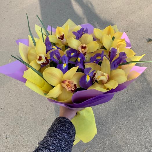 Ирисы с орхидеей: букеты цветов на заказ Flowwow