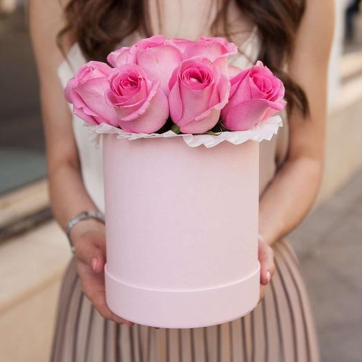 Букет в шляпной коробке из 9 розовых роз премиум
