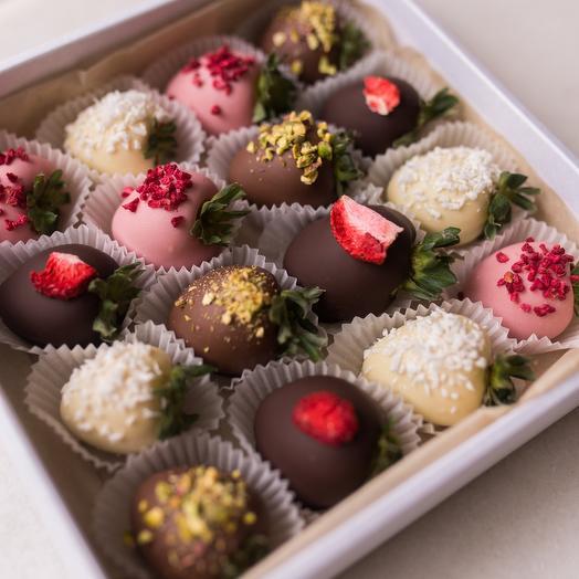 Клубника в бельгийском шоколаде Barry Callebaut, 16 ягод