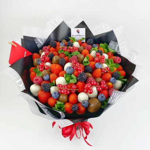 Стильный букет из ягодного микса